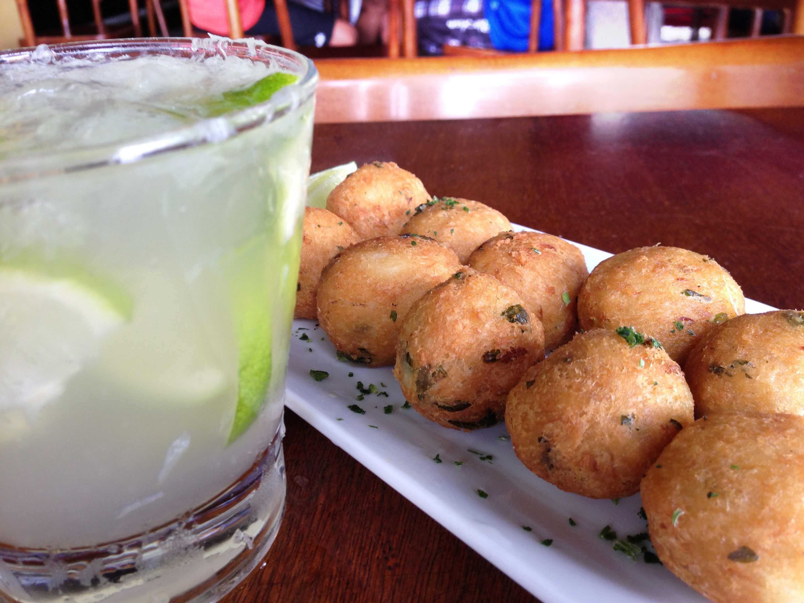 バカリャウ~たらのすり身~と、カイピリーニャというお酒(ブラジル料理)