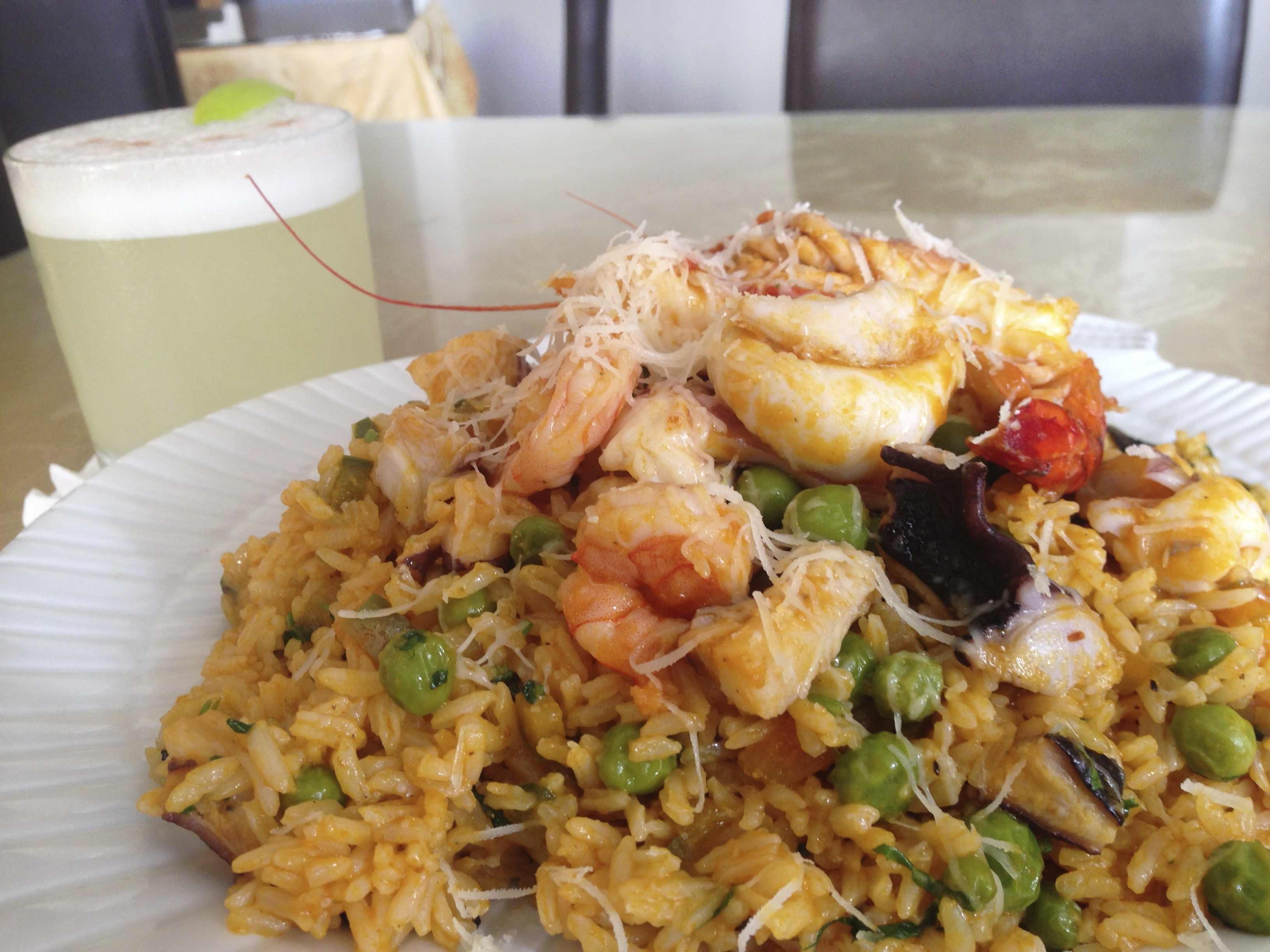 アロスコンマリスコス~海鮮チャーハン~とピスコサワー(ペルー料理)