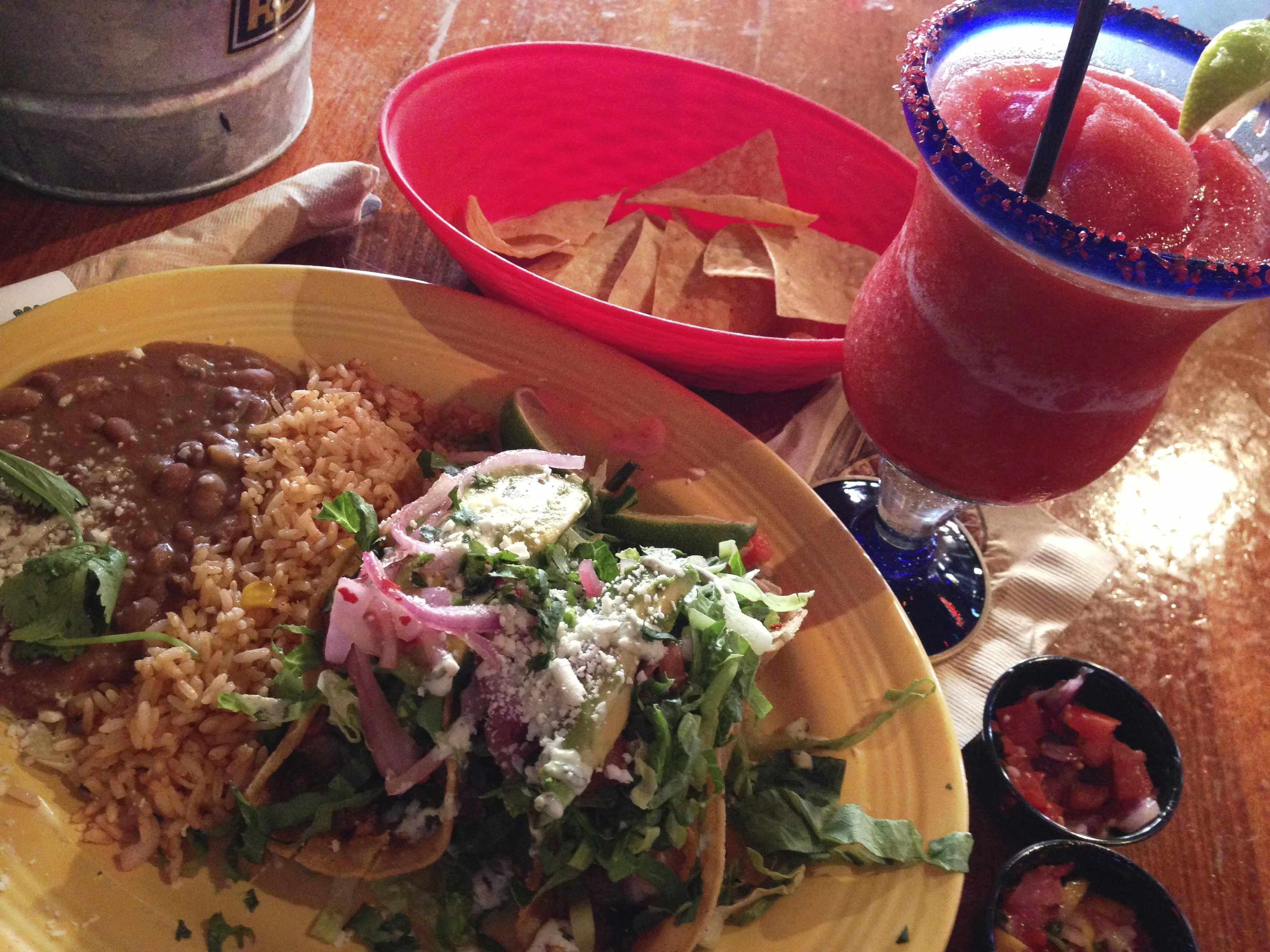 タコスとマルガリータ(メキシコ料理)