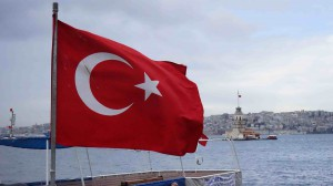 乙女の塔とトルコ国旗