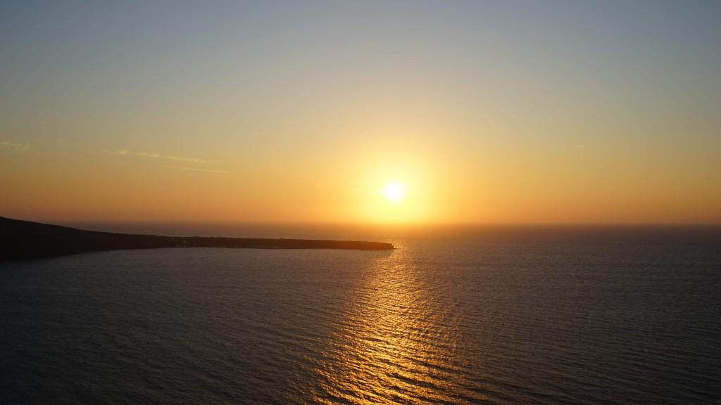 サントリーニの夕日(ギリシャ)