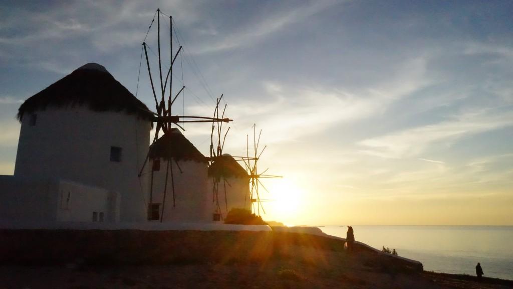 ミコノス島の夕日(ギリシャ)