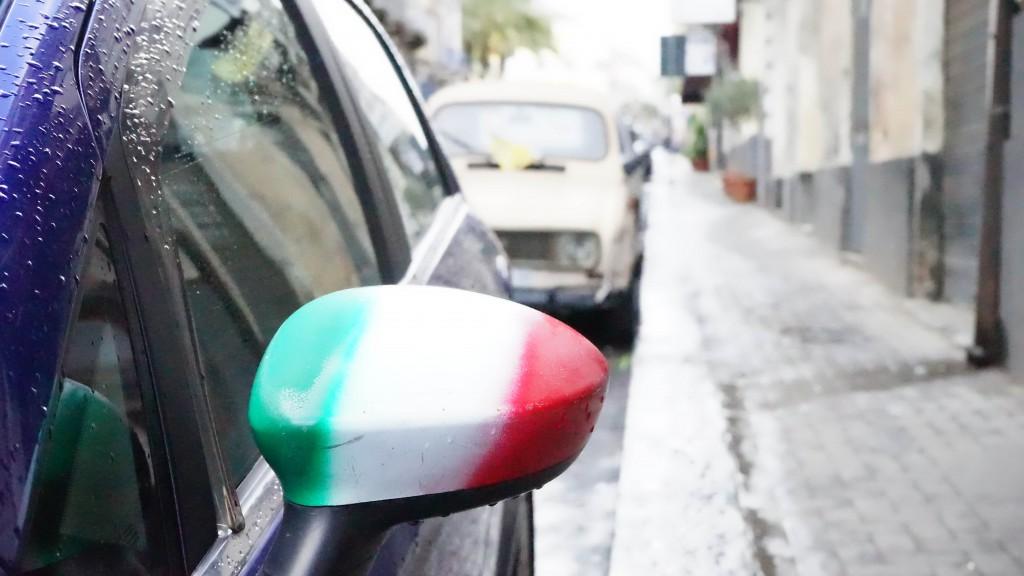 イタリア・デザインの車・ミラー(カターニア)