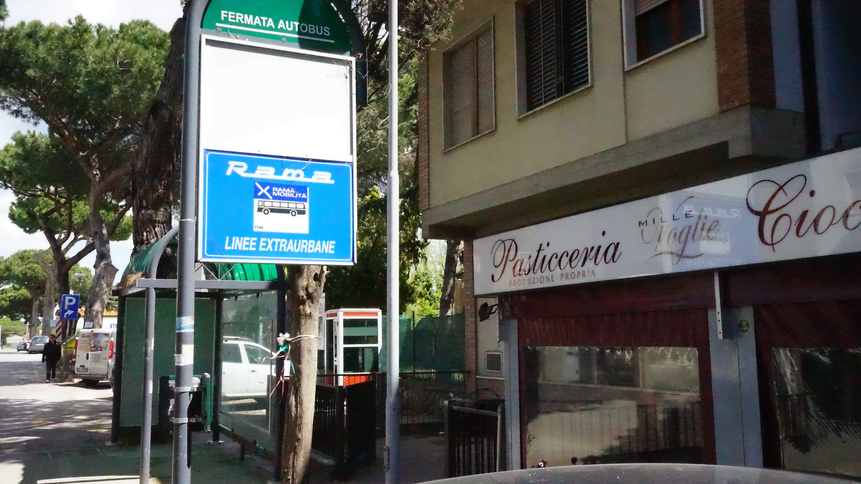 アルビニアのバス停(イタリア)