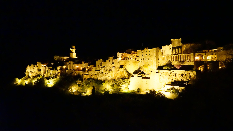 ピティリアーノの夜景(イタリア)