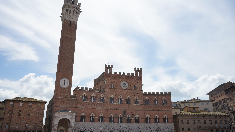 マンジャの塔・シエナの旧市街(イタリア)