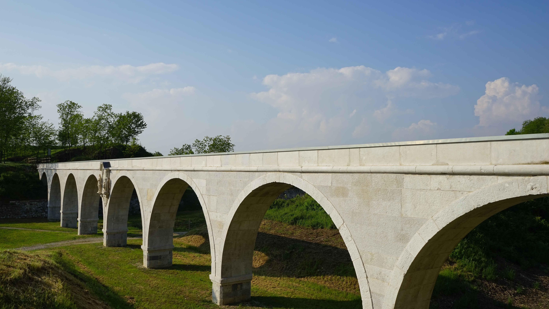 パルマノヴァの水道橋(イタリア)