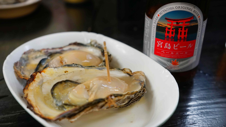 大ぶりの牡蠣(宮島)